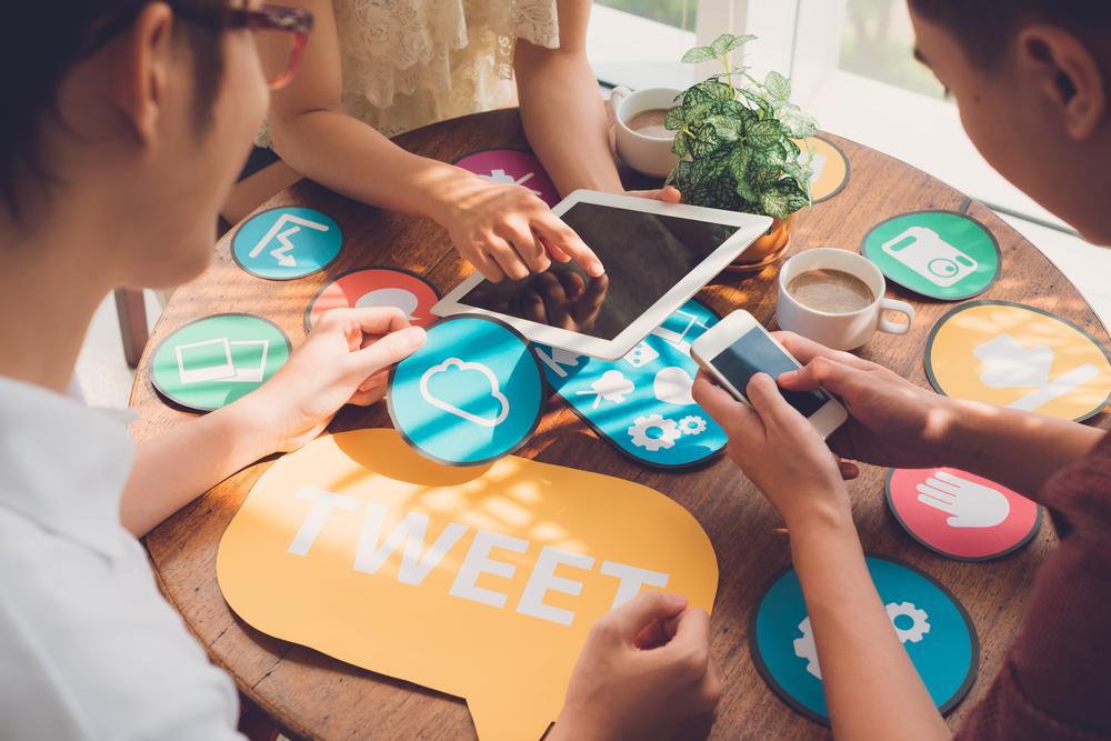 Customer Eperience, Social Sharing, Social Media